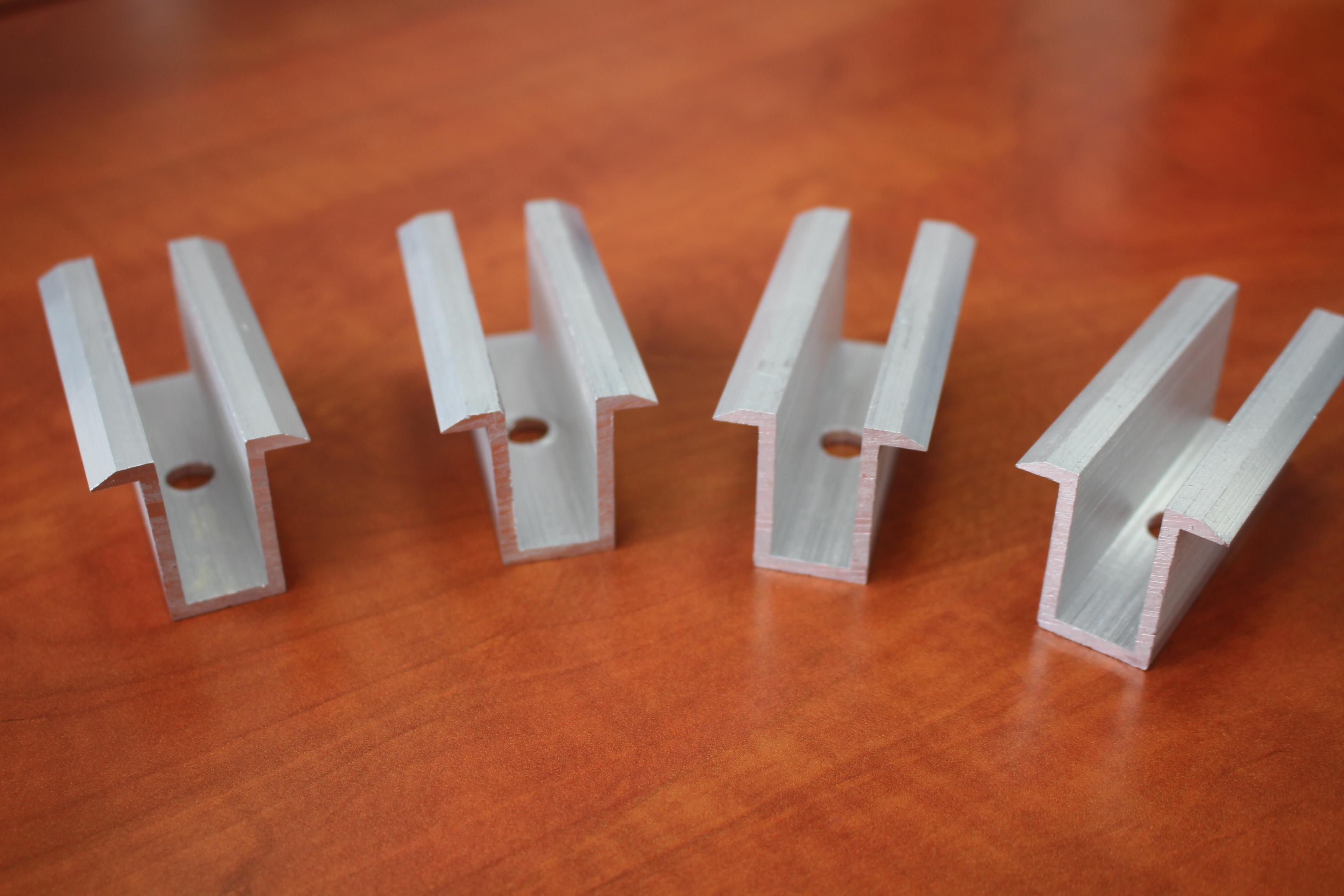 Příchytka AL středová pro fotovoltaické konstrukce